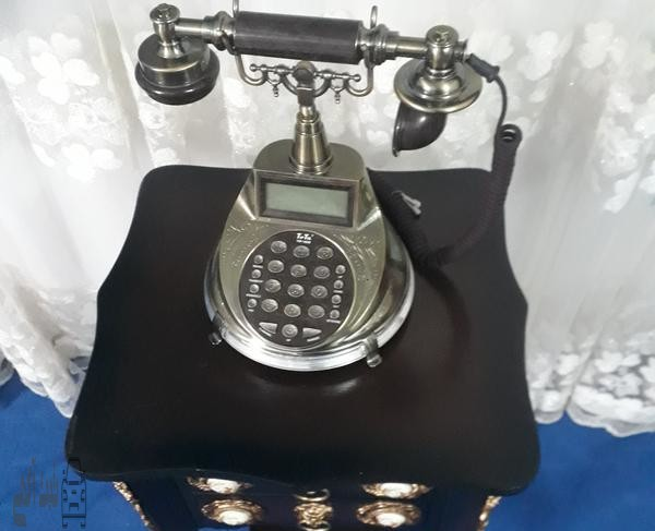 تلفن ومیز تلفن